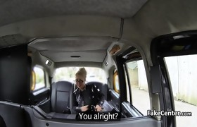 Mature blonde crempied in taxi